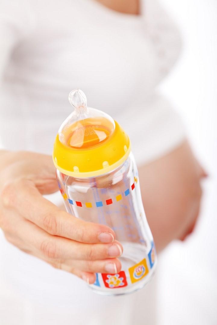 femme enceinte biberon